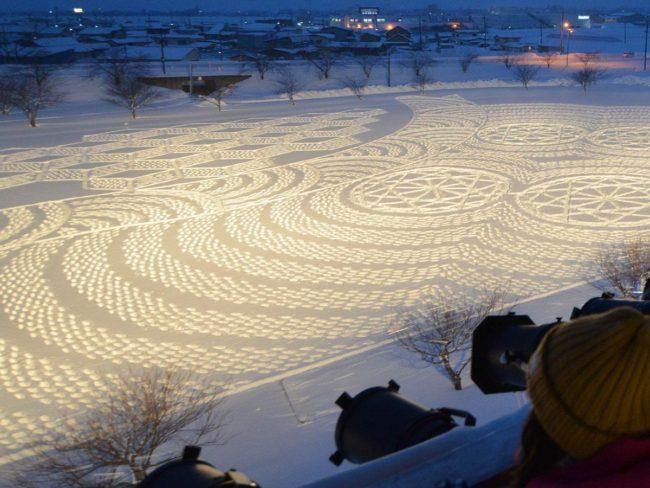 青森鄉村民宿的冬季稻田藝術
