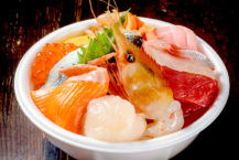 從青森站步行5分鐘即可享用海鮮! ..世界上只有一個華麗的碗