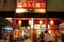 這是充分享用八戶料理的地方!  在26個攤位找到您最喜歡的商店