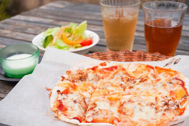 """在八戶市的隱居餐廳享用精緻的""""烤鯖魚比薩"""""""