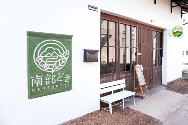 咖啡廳翻新的蘋果倉庫! ?  煙熏咖啡廳,您可以在那裡喝上合理而美味的咖啡