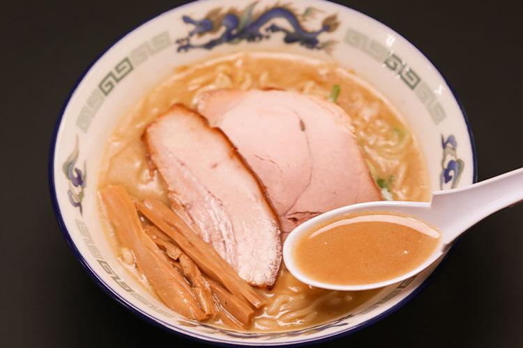 長尾中華蕎麥麵的「濃厚魚乾風味拉麵」