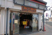 土手町弘前和土手町的老式服裝店 在人們變化的背景下