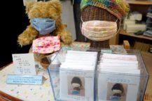 在弘前市出售手工製作的面具和工具包 口罩短缺的措施